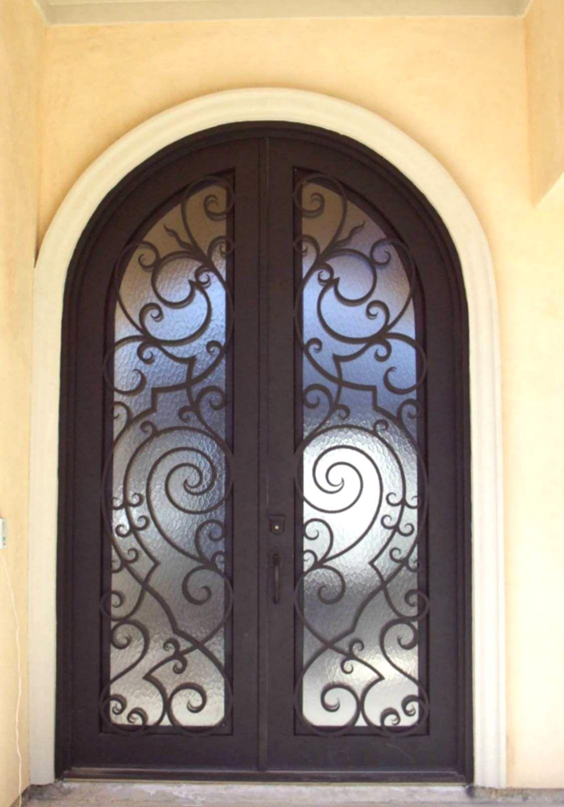 Porte d entr e en fer forg porte en fer porte en acier design menuiseries du for Fer forge porte entree