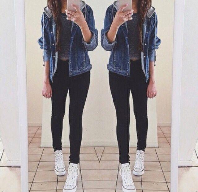 526407218 Sencillo Converse blancas - calzas negras - polera ploma corta - cazadora  de jeans