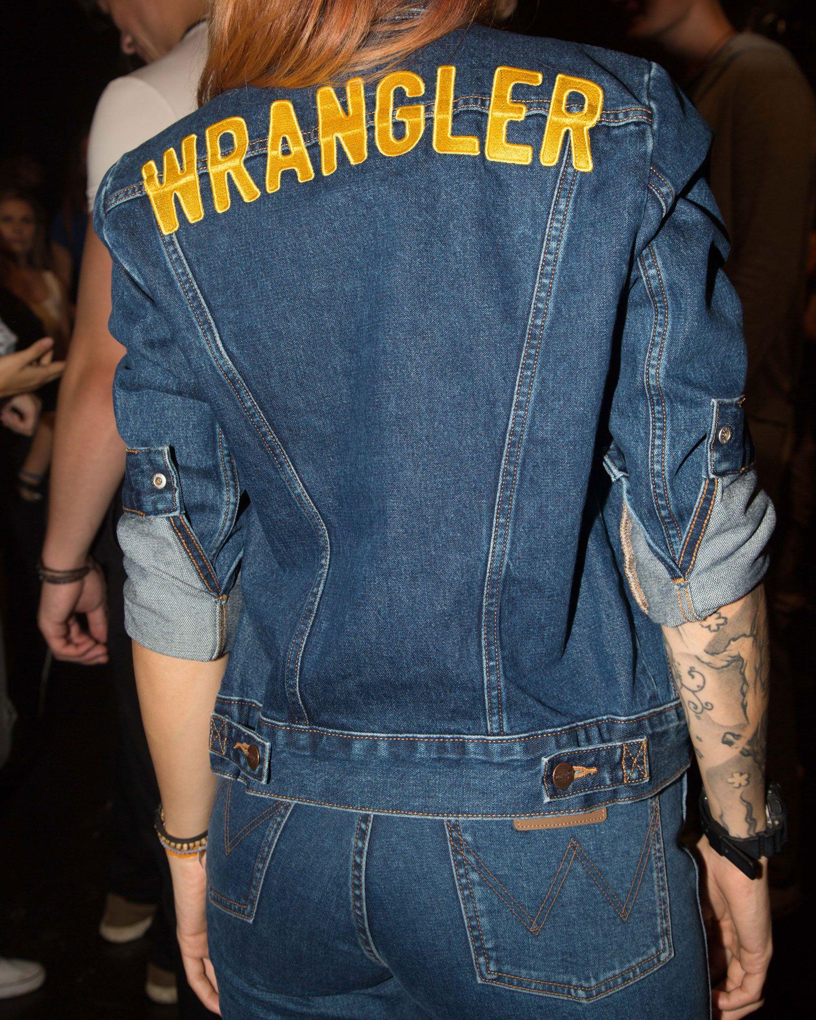 Wrangler Icons 124wj Women S Denim Jacket Women S Jackets Outerwear Wrangler Denim Jacket Women Jackets For Women Denim Jacket [ 2000 x 1600 Pixel ]