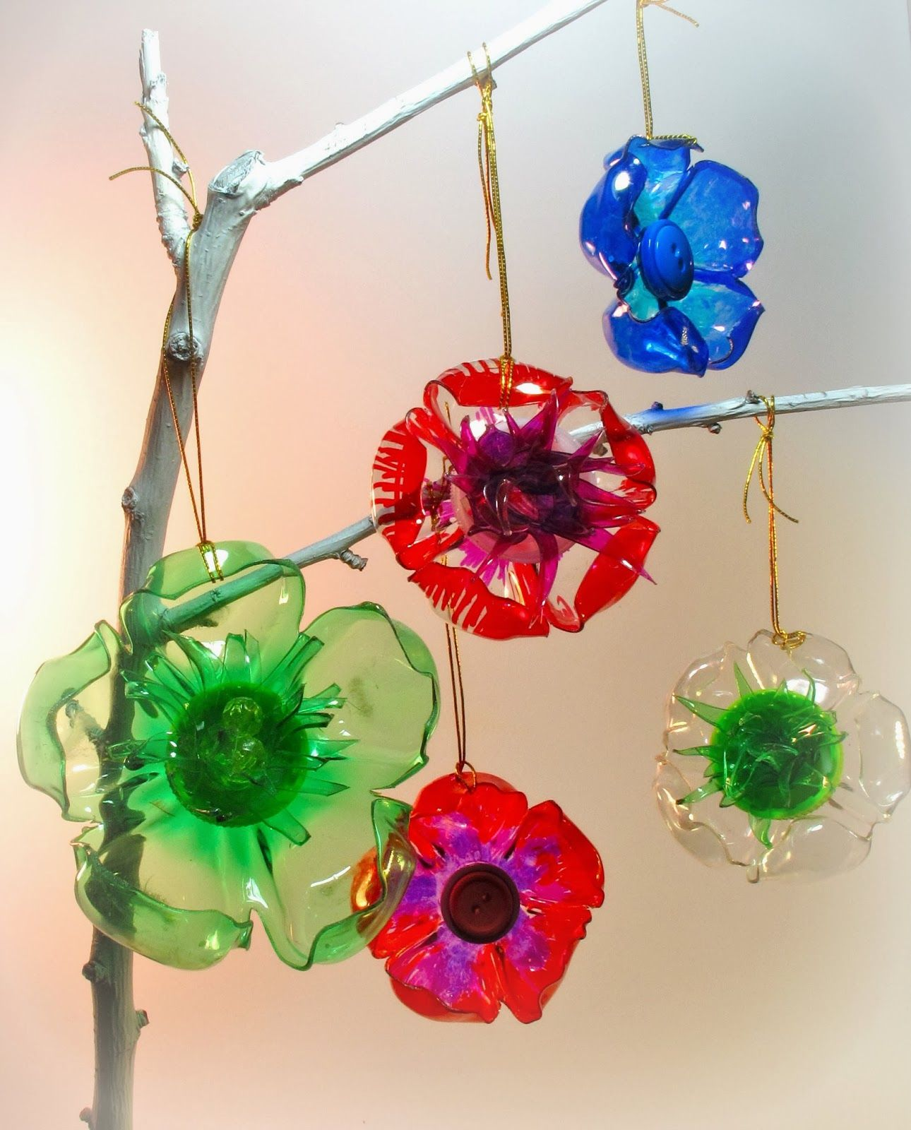 recycled plastic ornaments Cut off bottom of plastic bottle color