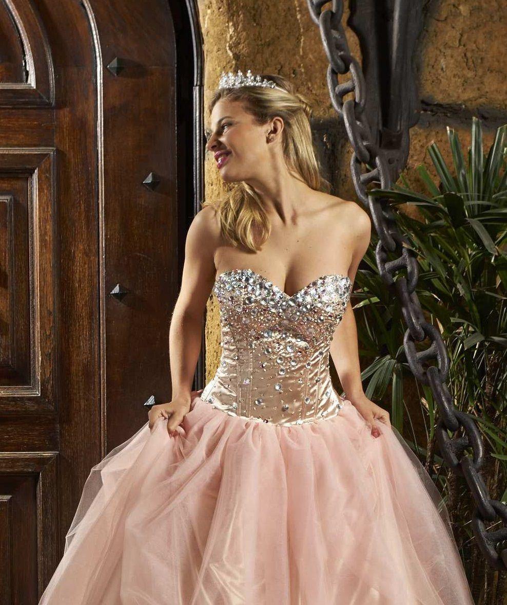 91587ad18  15años  vestidode15  quinceañera  quinceañeradress  dress  piedras  brillo   bordadoamano