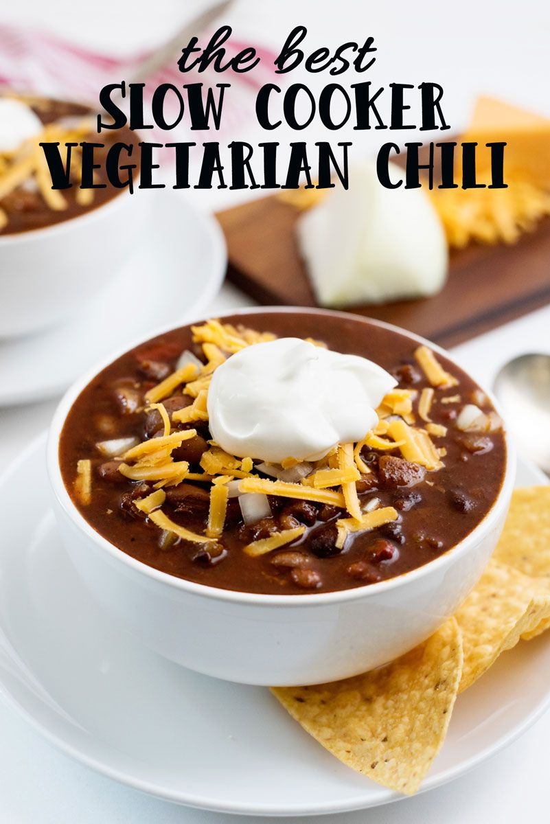 How to make the absolute BEST slow cooker vegetarian chili recipe made with beans vegetables and spices Optional vegan option provided Crockpot