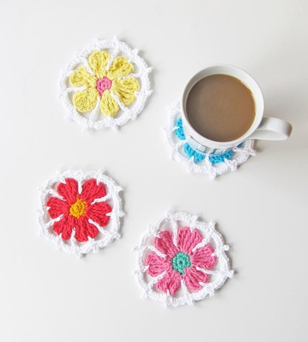 Crochet flowers pattern - Spring coasters By littlethingsblogged.com
