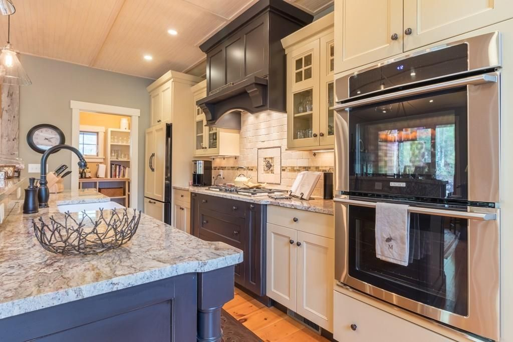 28 Hickorywood Plymouth Ma 02360 Zillow Zillow Home Decor Kitchen