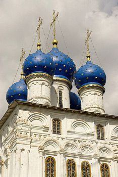 onion dome russia | ... Museum-Reserve. Our Lady of Kazan church. Blue onion domes