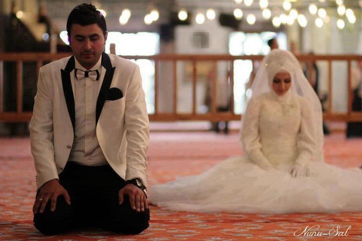 Muslim Couple Prays After Marriage Muslim Couples Cute Muslim Couples Muslim Wedding Cards