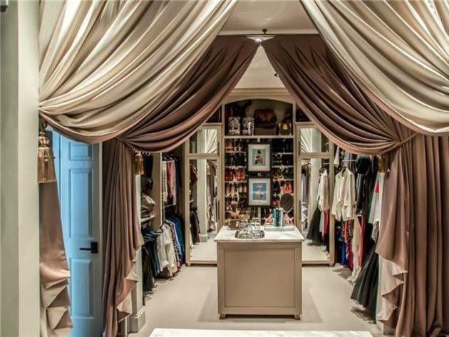 Luxury Walking Closet Center Island With Curtains