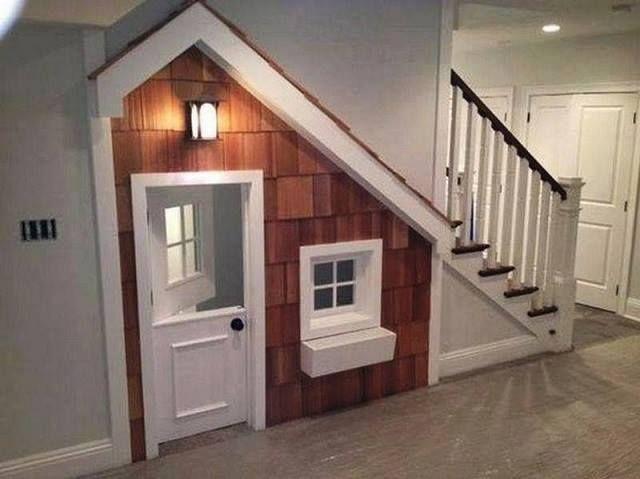 Casitas para los niños debajo de las escaleras, excelente idea