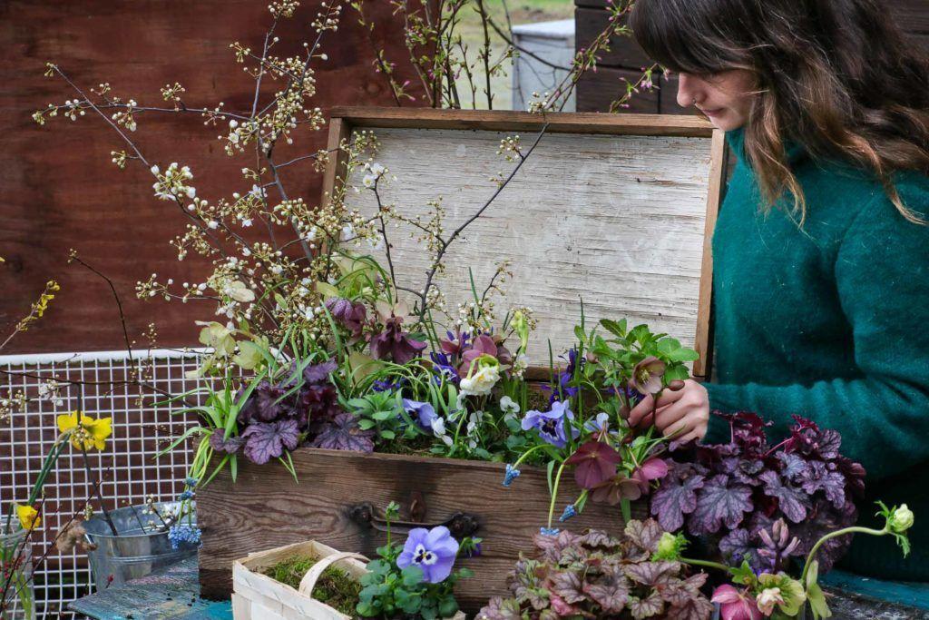 Upcycling Ideen Frühling: alte Holzkiste bepflanzen - schönes + leben. - #alte #bepflanzen #Frühling #Holzkiste #Ideen #leben #schönes #Upcycling