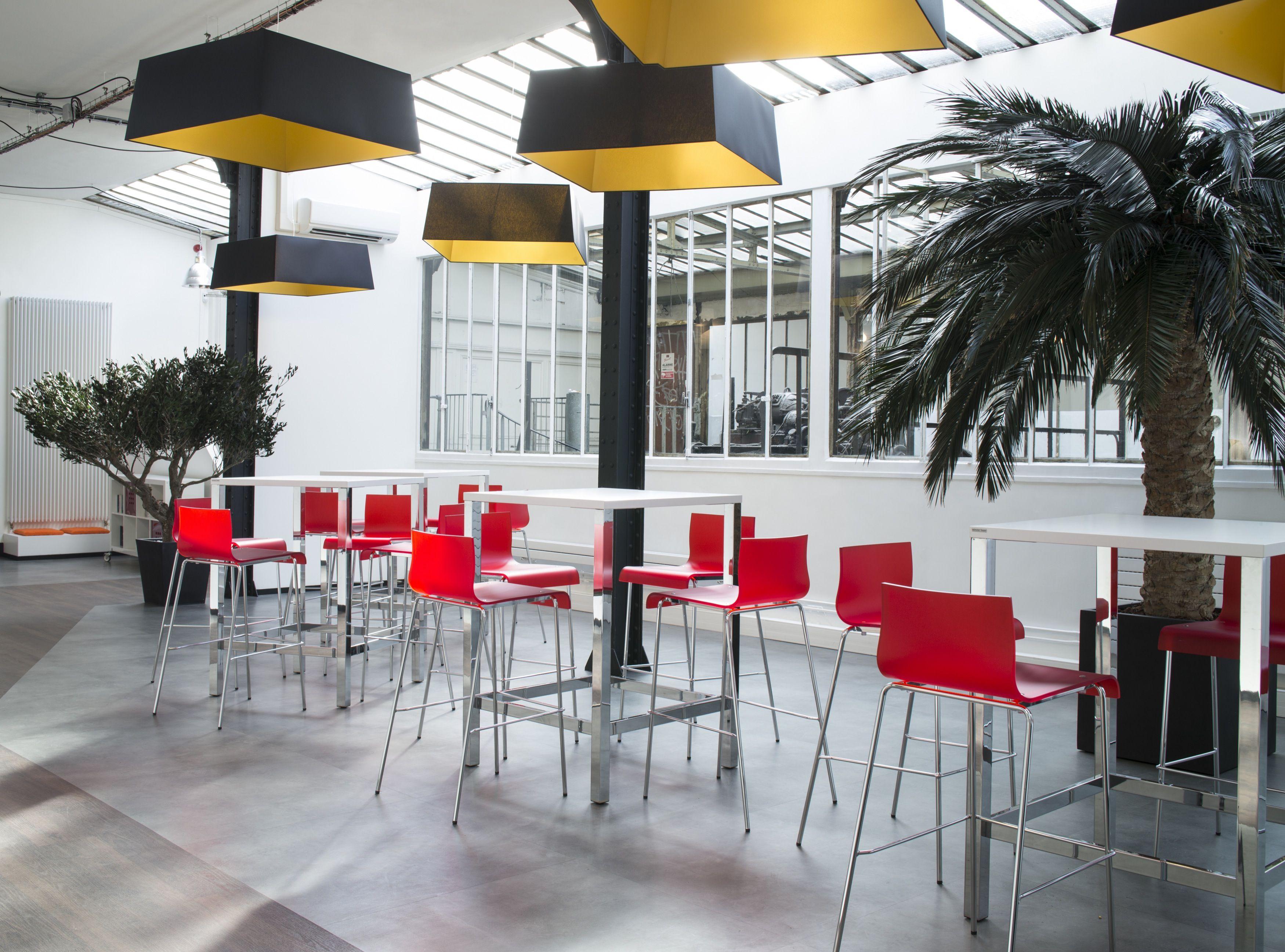 Cafeteria Claranet Agencee Par Cleram Style Design Bureau Architecture Amenagement Workspace Tabouret Interior Deco Clera Cafeteria Cloison Mobilier