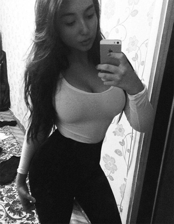 Mother daughter nude selfies