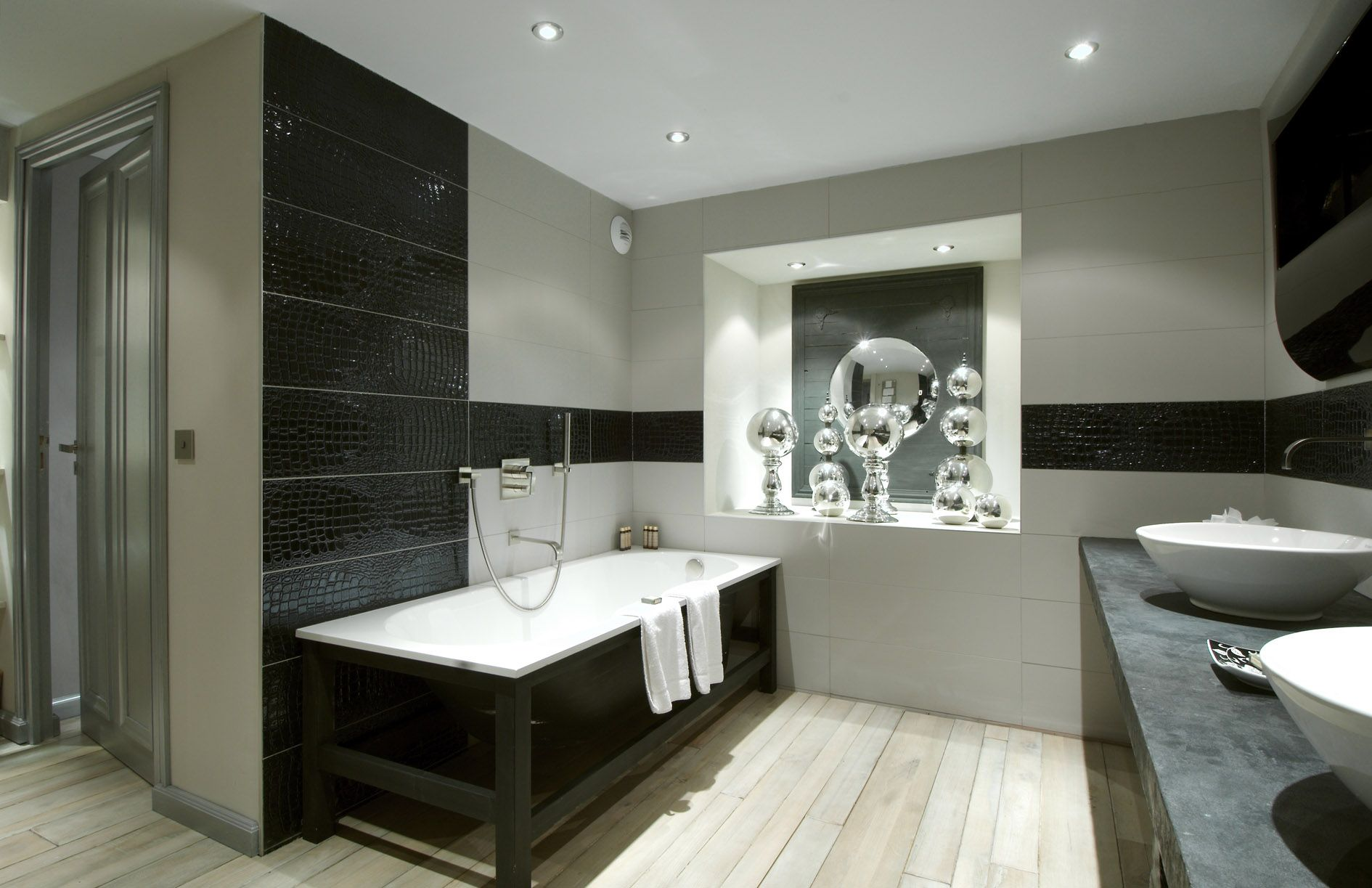 Photo of Designerbad med minimalistiske og rustikke detaljer. # Krokotiler # fliser # bad # bad …