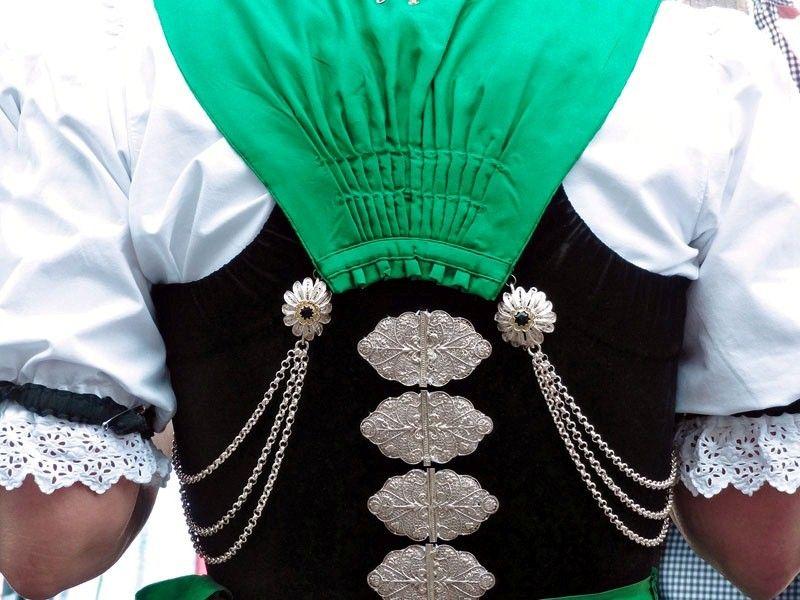 Bildergebnis für schweizer damen trachten (With images