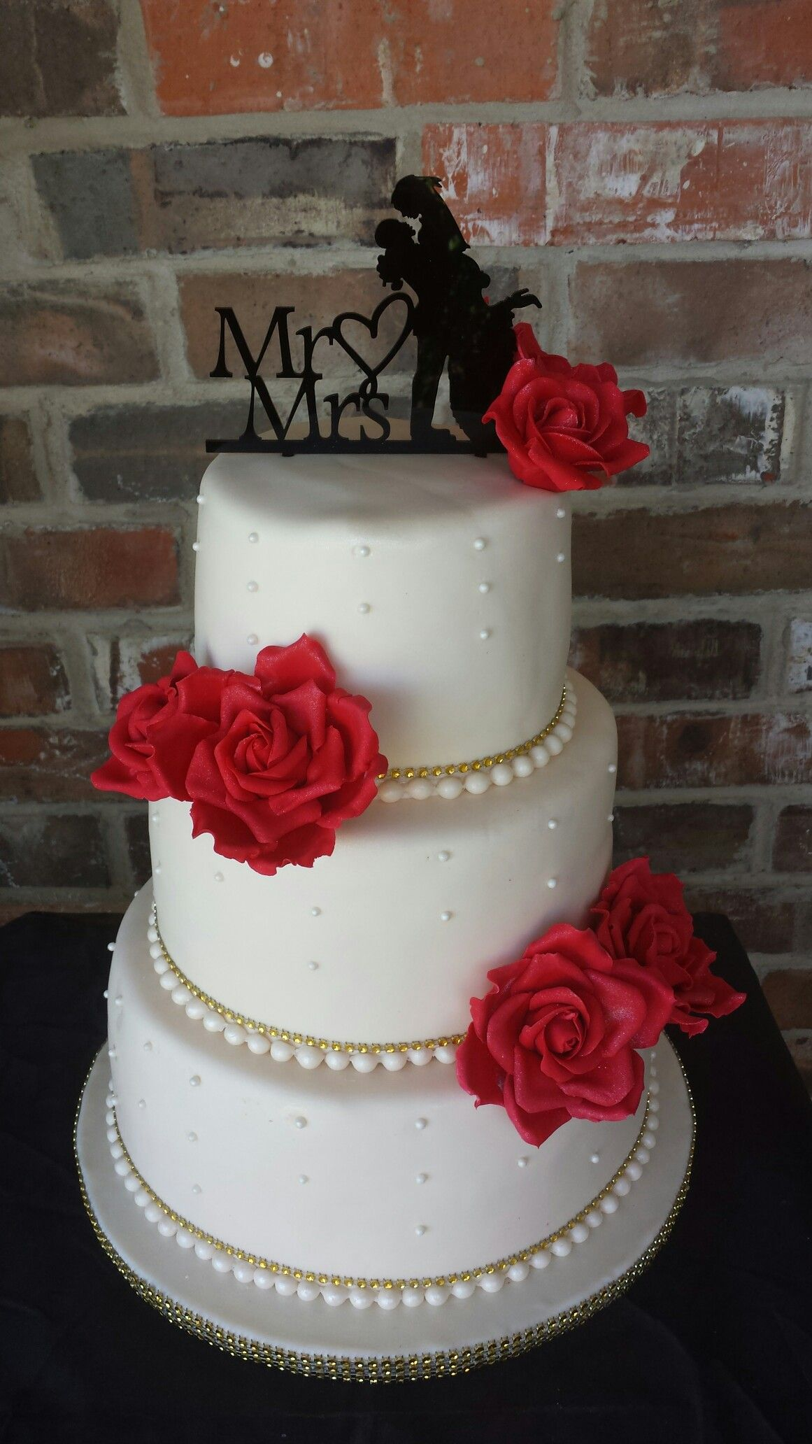 Edible red roses wedding cake by max amor cakes max amor cakes