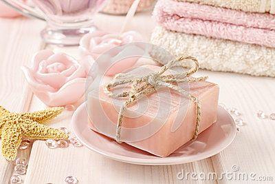 Stång av handgjord rosa tvål