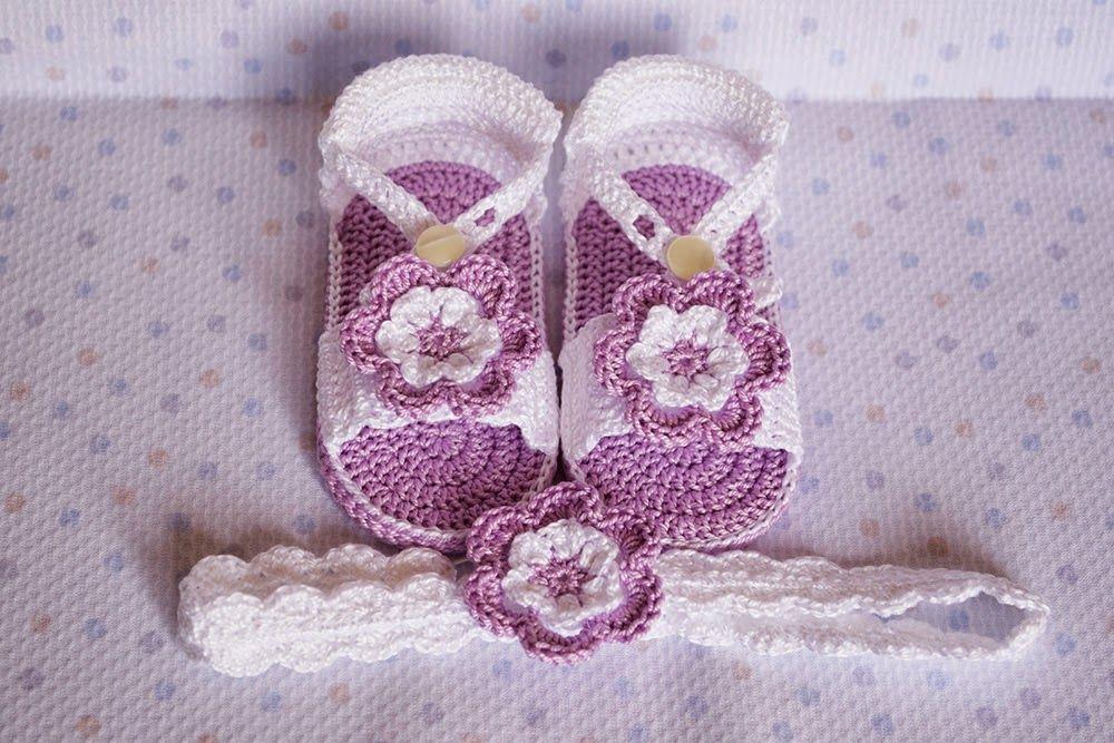 4de7ff704 Sandalias lilas con diademas de ganchillo para bebé