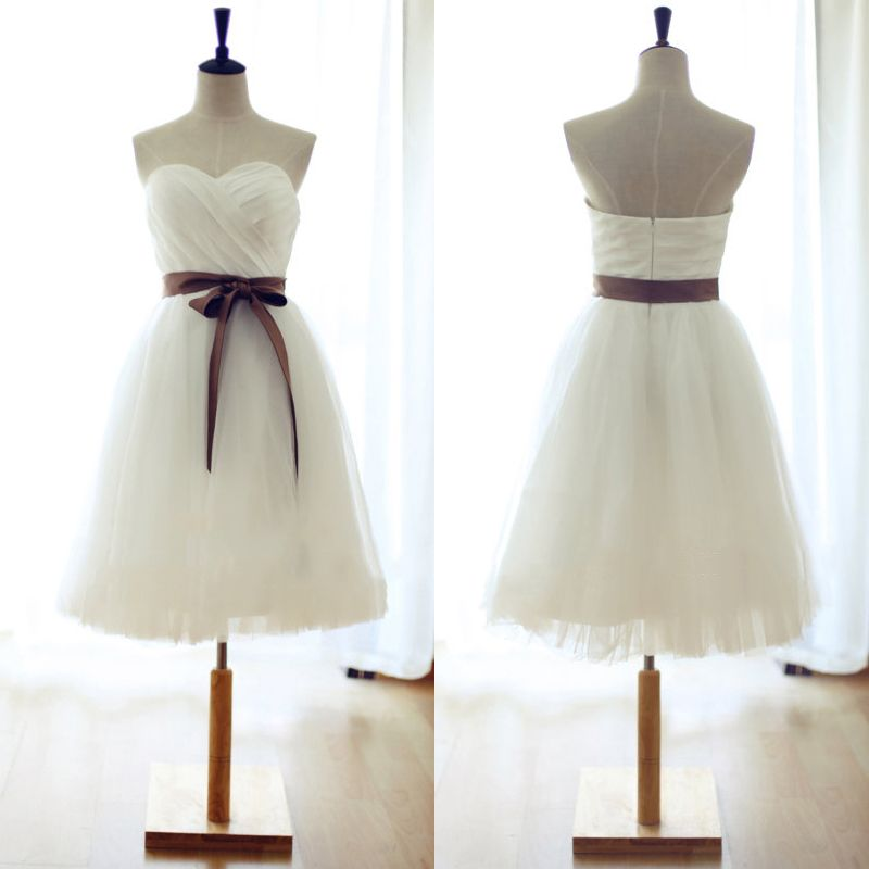 Sweetheart White Bridesmaid Dress Short Bridesmaid Gowns With Sashes Cute Knee Length Bridesmaid Dress With Ruching Detail 01012739 From Vanessawu Knee Length Bridesmaid Dresses Tulle Bridesmaid Dress White Short Dress