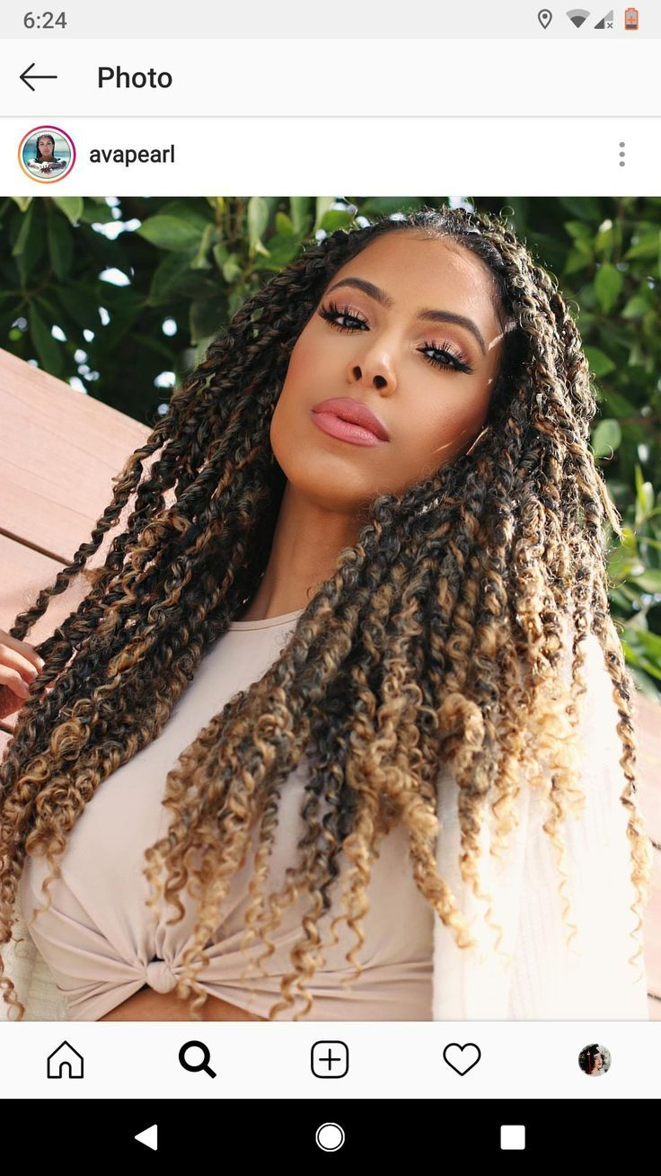 Hairstyle: Pearl passion twists. Why: Whenever you travel domestically or internationally you want to go with a low maintenance hairstyle that requires a little manipulation as possible. That way you can leave the boat load of hair products at the house ;-) #passiontwistshairstylelong