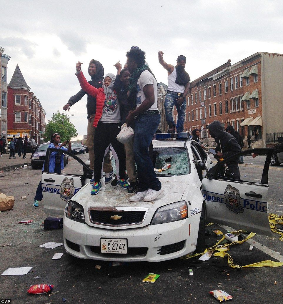 Violent clashes between erupt in Baltimore after Gray funeral ...