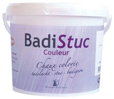 Seau d'enduit à la chaux Badistuc 5kg et 10 kg. Le Badistuc est disponible en ligne à l'achat sur http://www.argilepeinture.com.