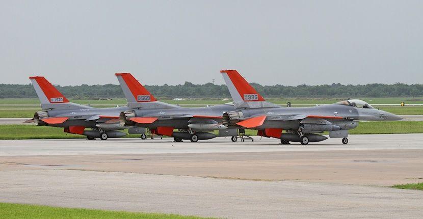 La Fuerza Aérea de Estados Unidos convierte sus viejos F-16 en drones - http://www.hwlibre.com/la-fuerza-aerea-estados-unidos-convierte-viejos-f-16-drones/