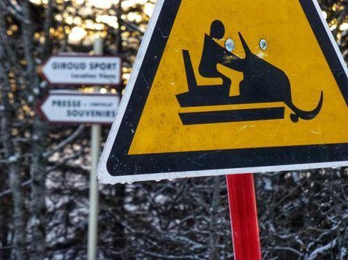 cladelcroix:Attention aux motoneiges !  Col de la Faucille...