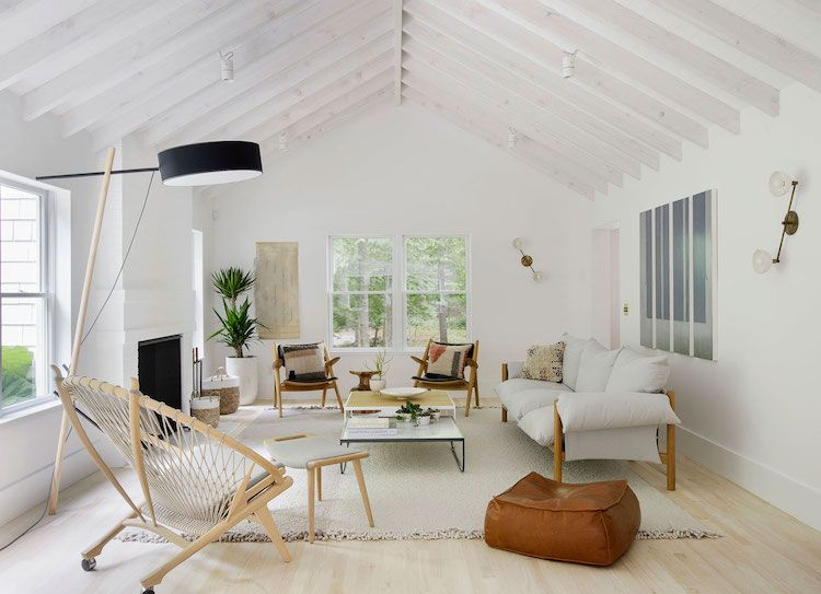 Hello There I Hope You Re Having A Great Start To The Week I Thought We Could Kick Off Wi Mid Century Modern Living Room Hamptons House Beach House Interior