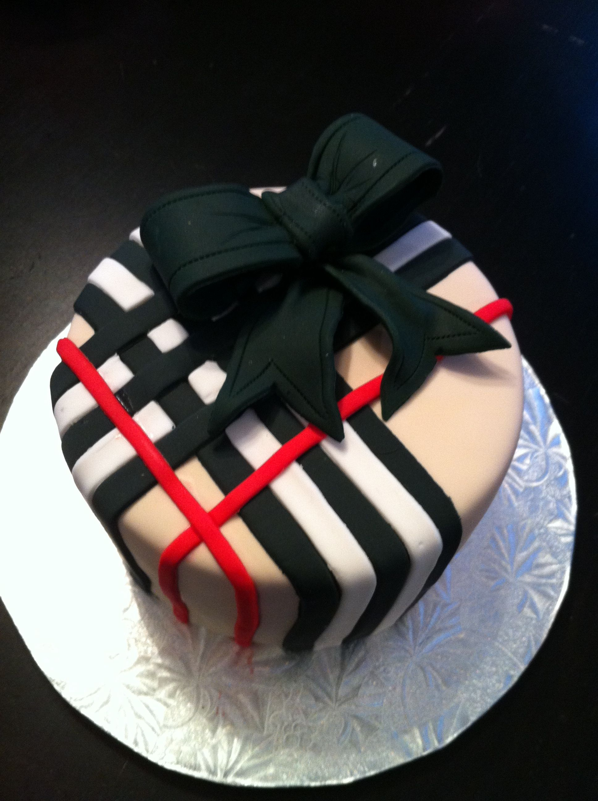 Burberry Cake Wonder If I Could Do This With Cookie Icing Bolos