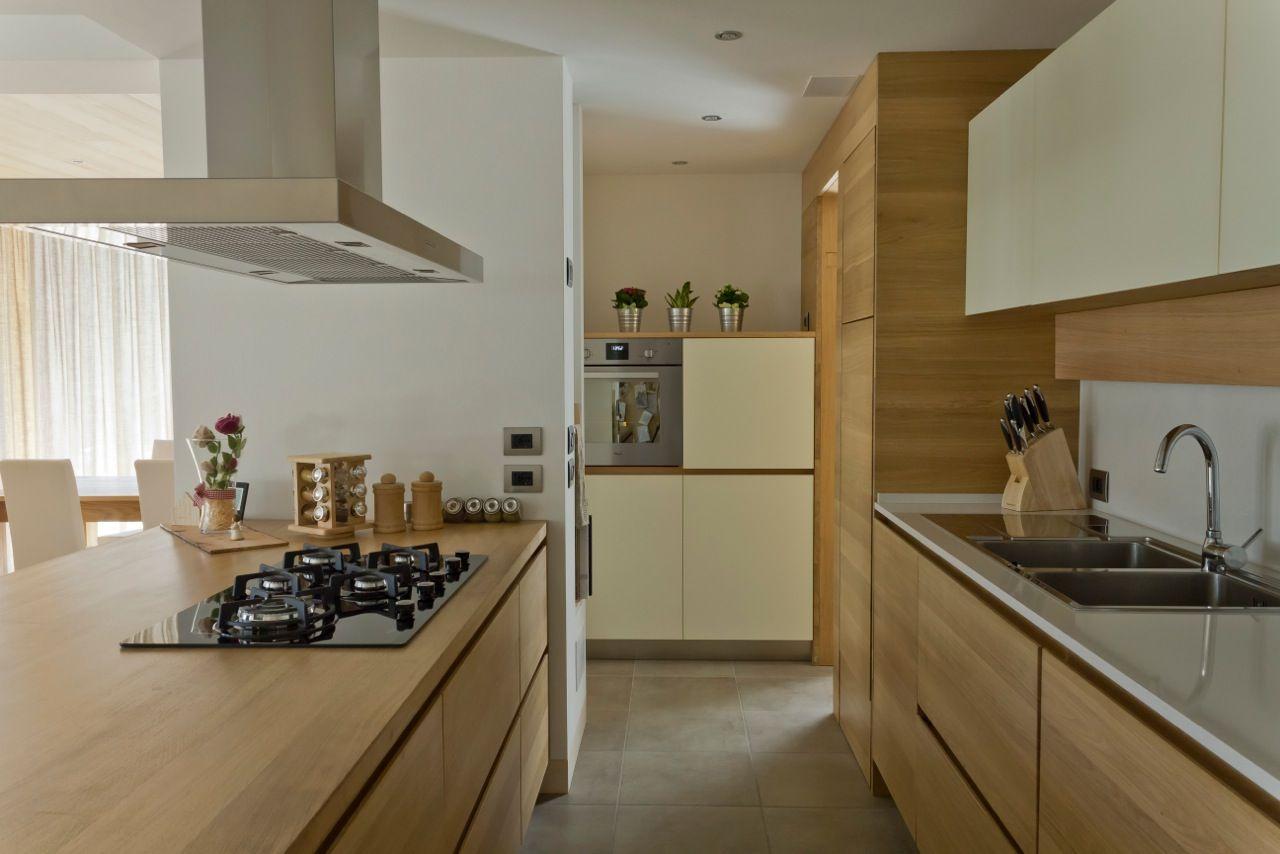 Risultati immagini per cucine moderne legno massello pensili ...