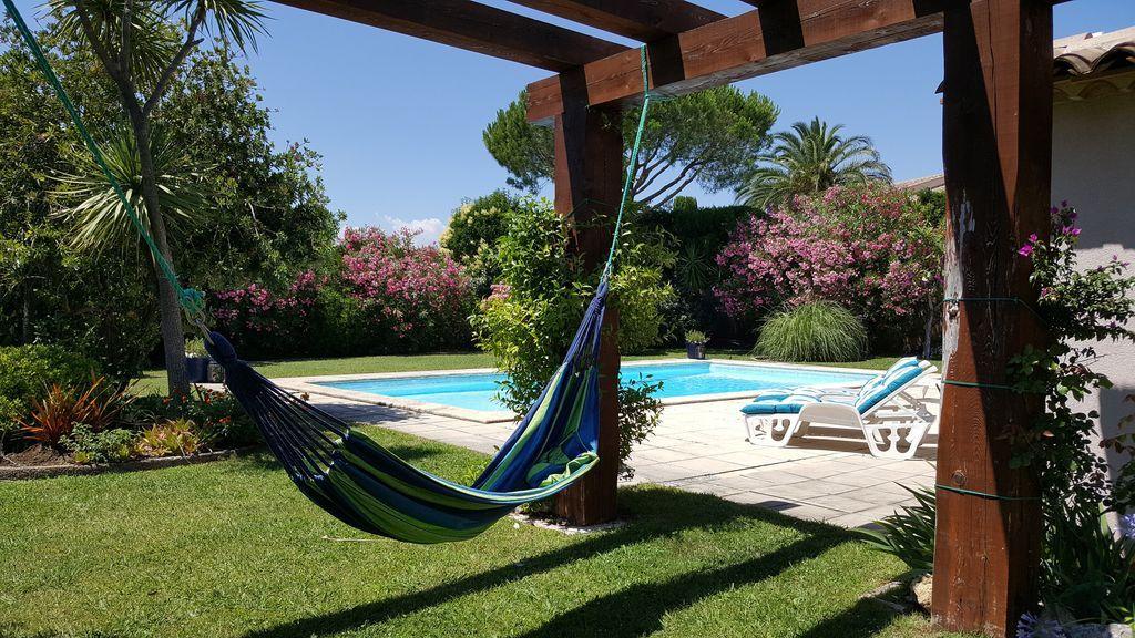 2 Mit 25 M Pool Und Privatstrand Mit Kostenlosen Matratze 265 Durchschnitt Nacht Grimaud Ausstattung Gehoren Pool Internet Pool Villa Blumengarten