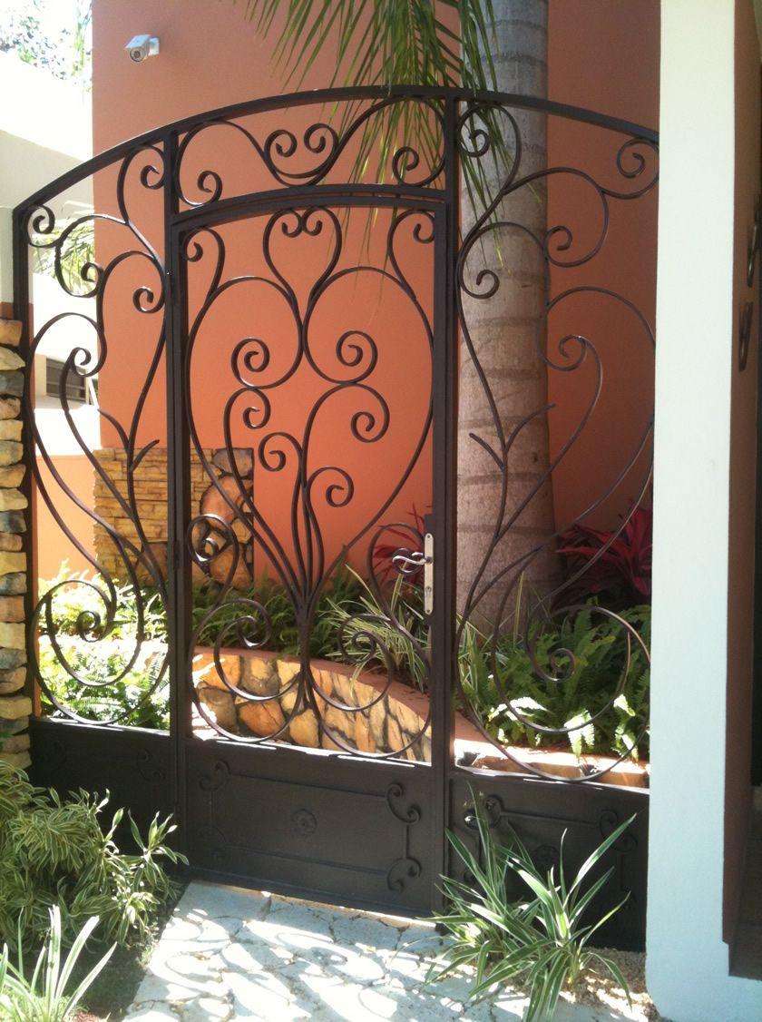 Melendez ornamental portones en puerto rico herrerias en for Puertas y ventanas de hierro antiguas