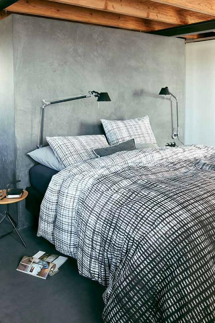 Ein Graues Schlafzimmer Kann Mit Schwarz Weiß Karierter Bettwäsche Einen  Tollen Blickfang Erhalten. //