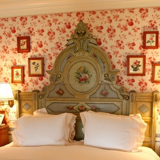 Look at that headboard and the wallpaper so pretty for Painted headboard