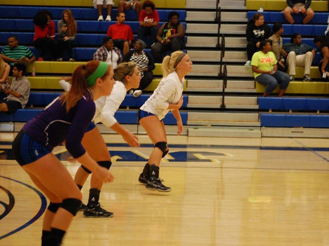 Jwu Volleyball Loses To Dccc Storm Women Volleyball Volleyball Johnson Wales University
