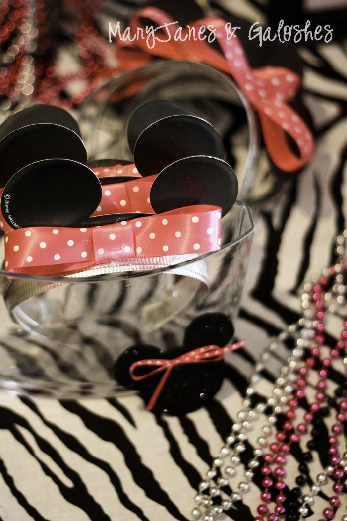 Minnie Mouse Party (like the beads, glasses, braclets