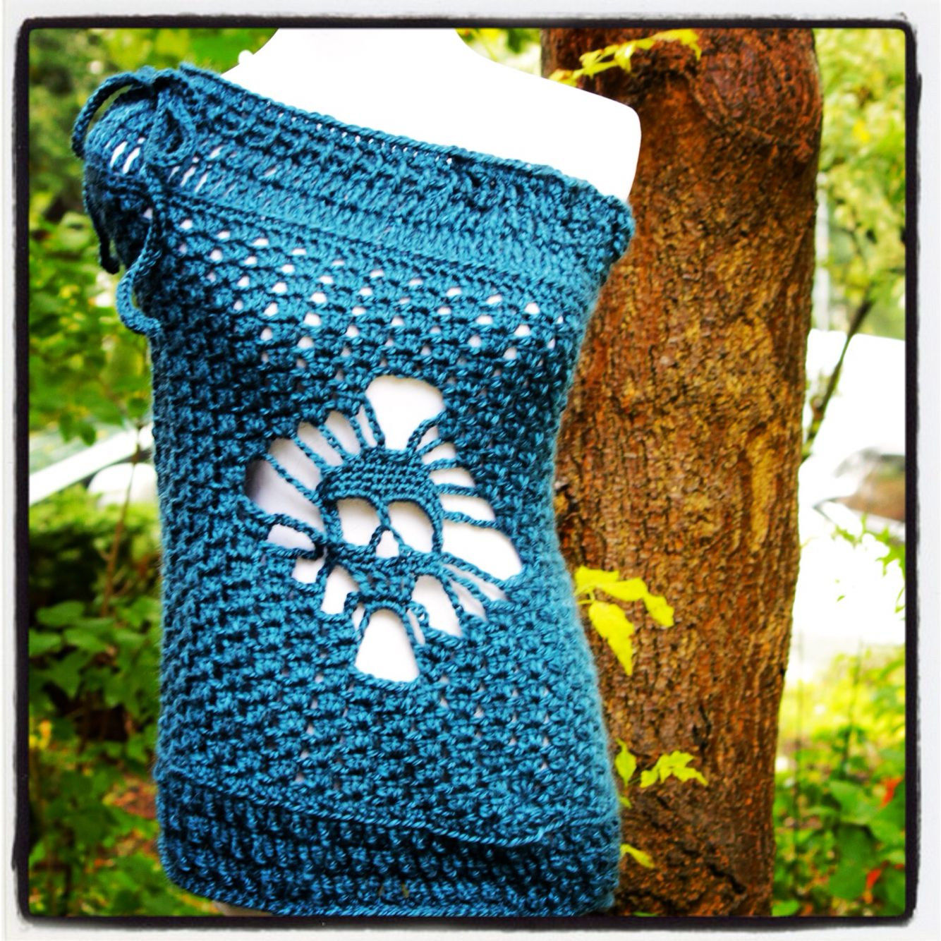 Skull wrap with drawstring around the shoulders ... Alpaca blend ...