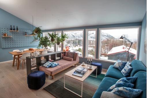 Intérieur Scandinave Bleu Cuisine Noire Et Lambris Bois Moderne - Canapé convertible scandinave pour noël decoration murale interieur