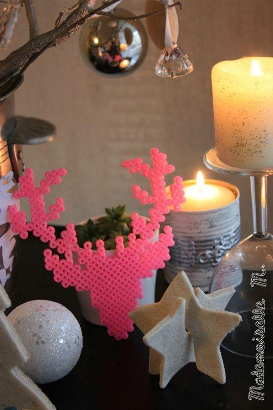 cerf en perle hama pour la d coration de noel no l. Black Bedroom Furniture Sets. Home Design Ideas