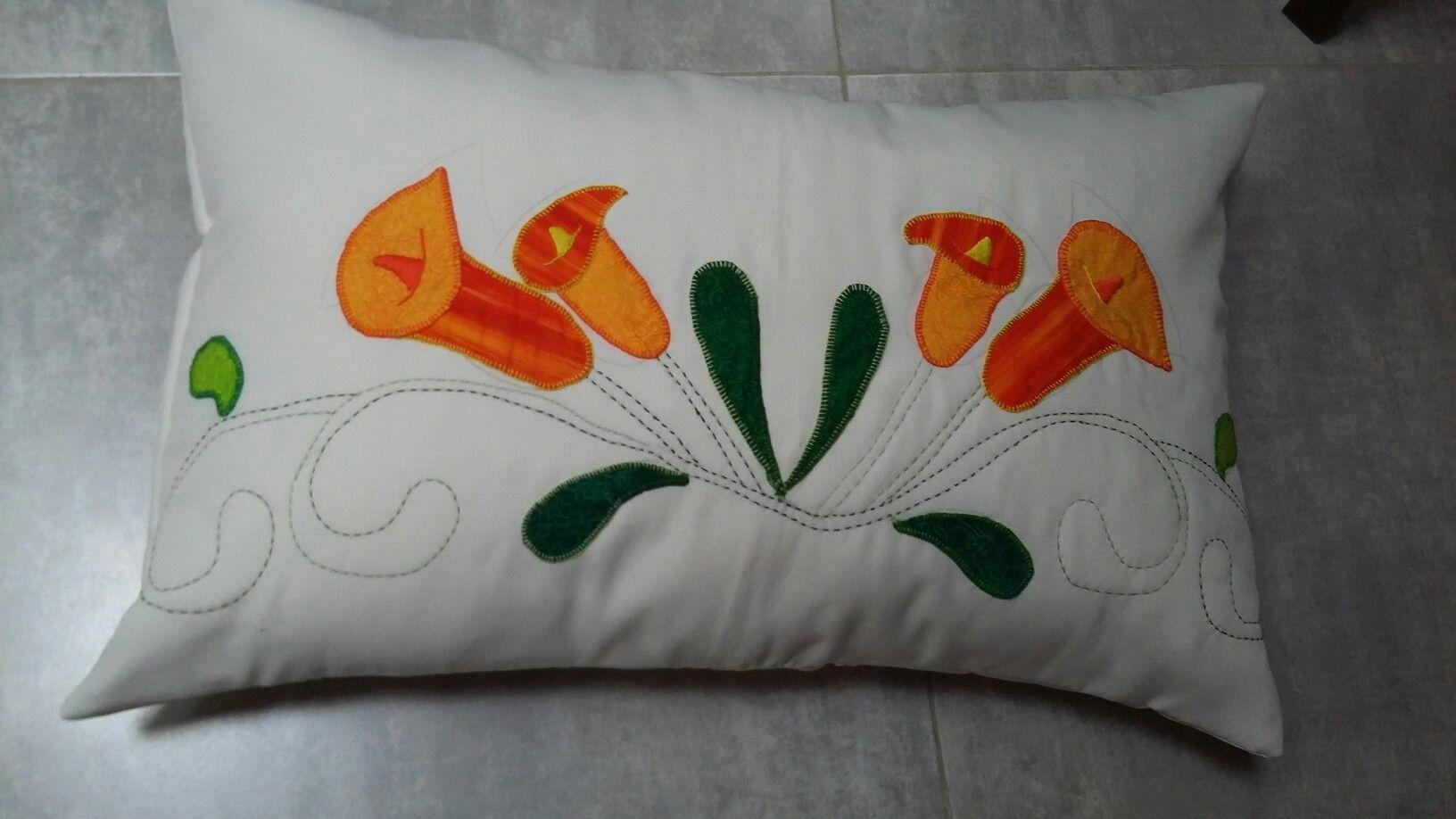 Almohadon patchwork y bordado tradicional con mi alumna predilecta...mi madre