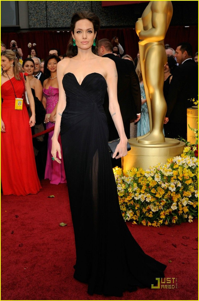 Angelina Jolie Oscars 2009 I Love The Earrings And Hair Clothing Jamie Long Dress Emeralds Just Pop Out With