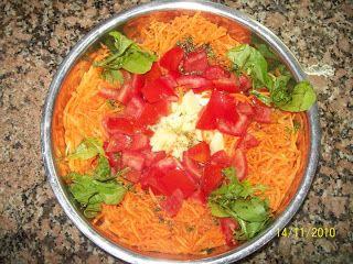 Ensalada de rucula y Zanahoria:  http://www.recetasdegourmet.com.ar/2010/11/ensalada-de-rucula-y-zanahoria.html