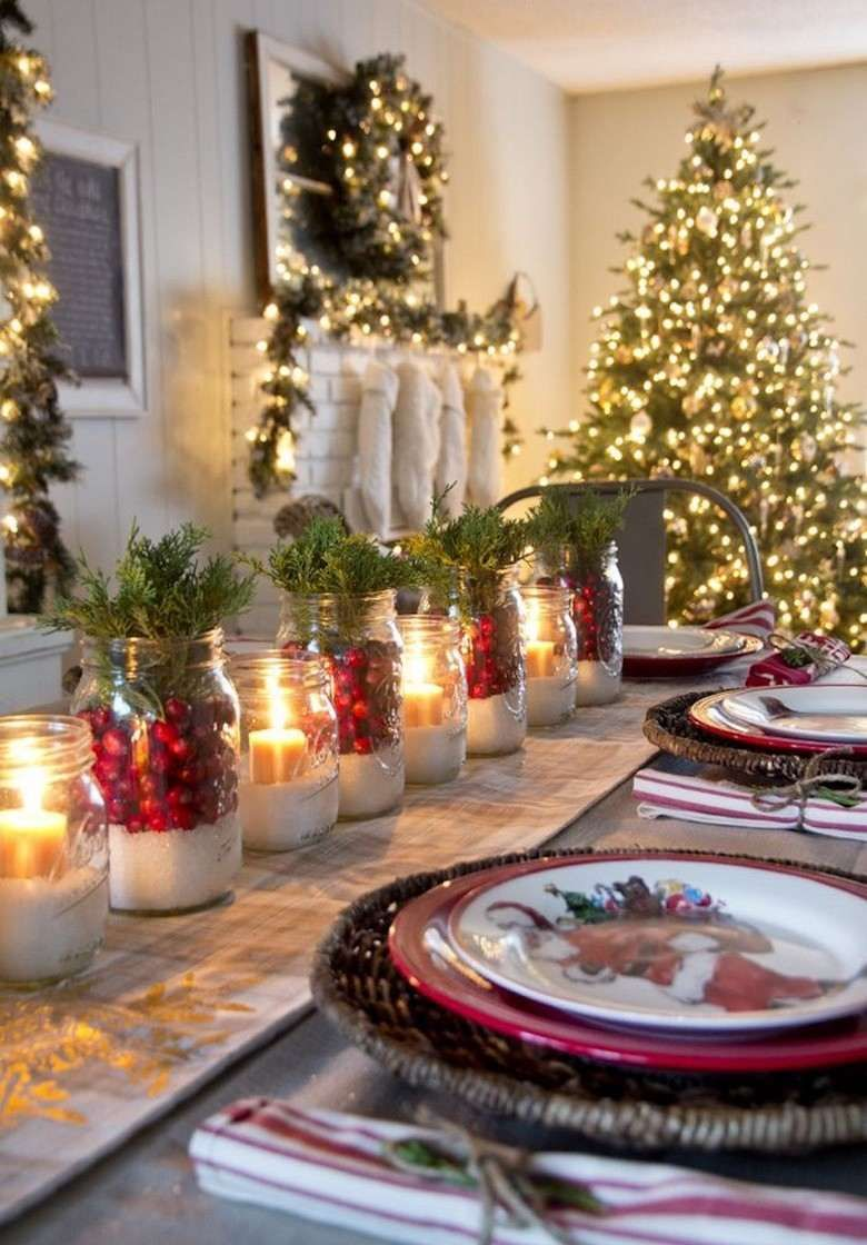 decoration de table traditionnelle en rouge et vert pour noel
