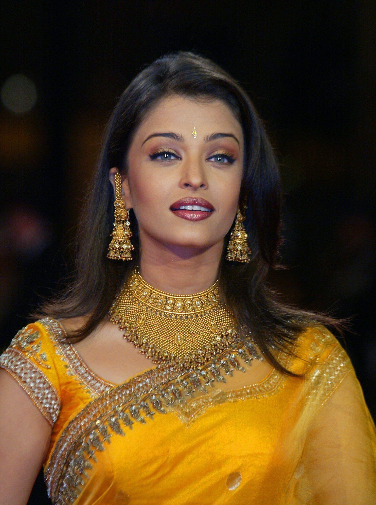 Thingsbrownpeopledo On Twitter Indische Schauspielerinnen Aishwarya Rai Cannes Filmfestival Cannes