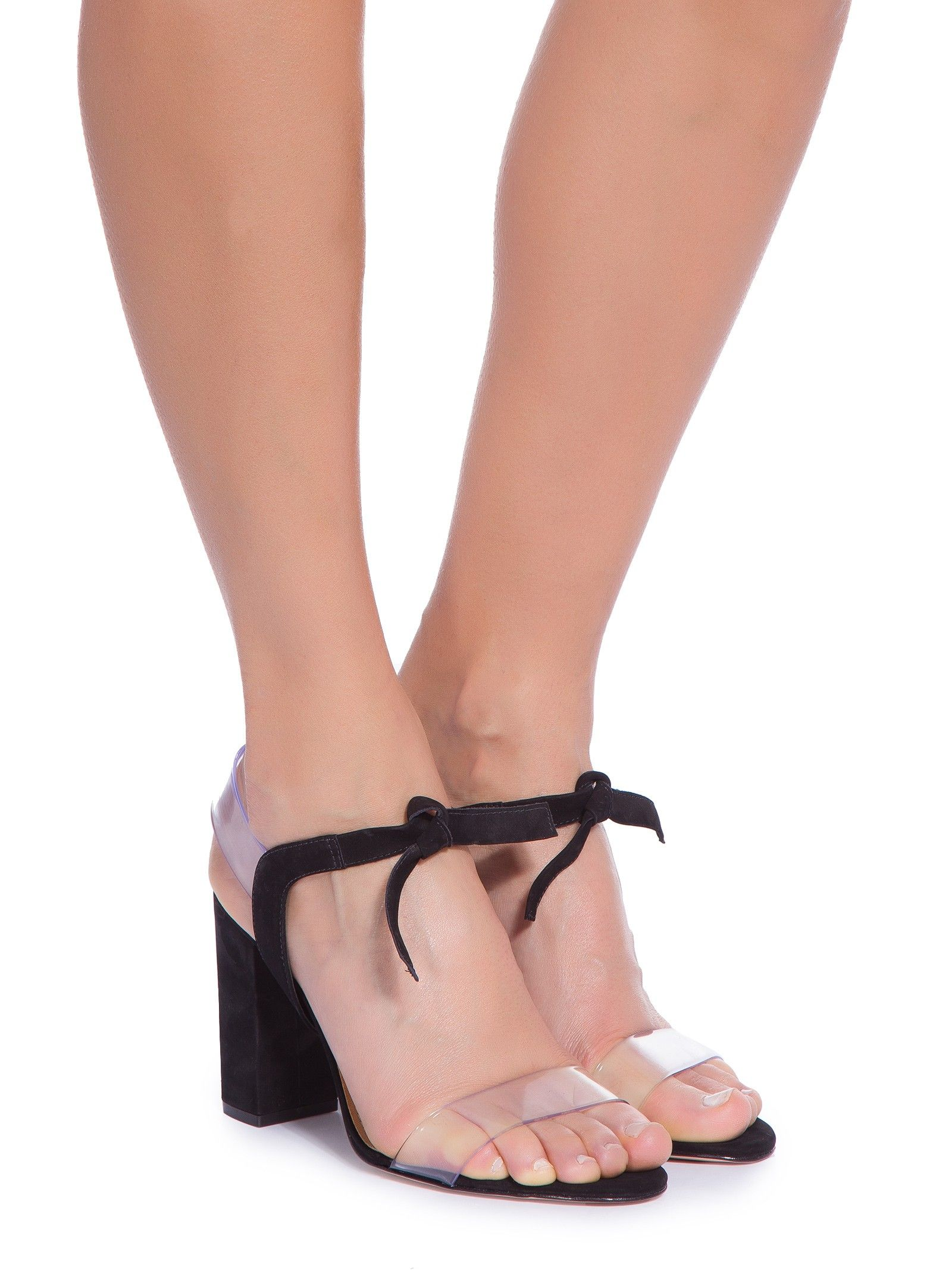 b9e769428 Sandália Feminina Vinil Salto Bloco, Vicenza. A sandália preta é produzida  em nobuck com