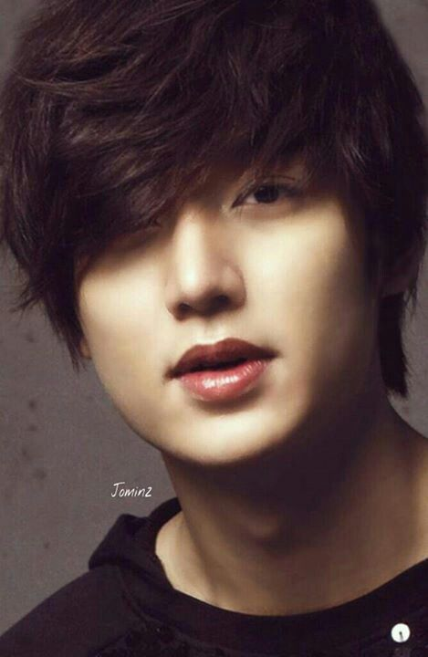 ahhh those red kissable lips.♡♡♡