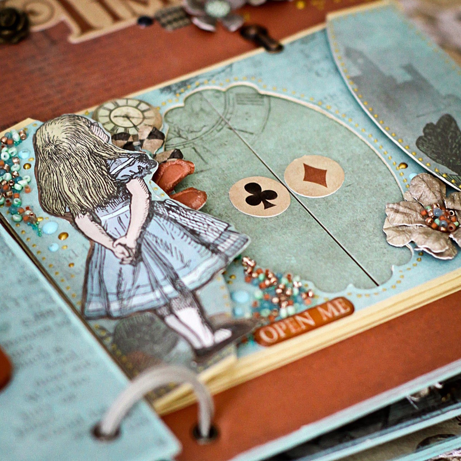 Алиса в стране чудес открытка скрапбукинг, крупными деталями
