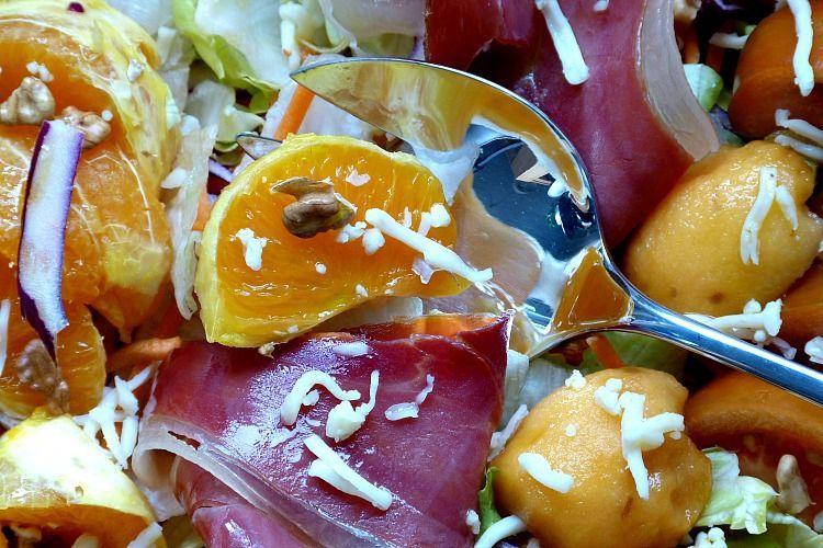 Ensalada de naranja y nísperos