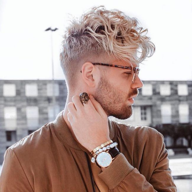 blonde locken mann