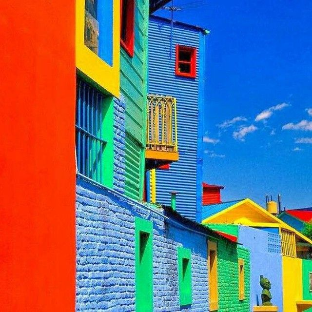 #Colours of Caminito in La Boca - #BuenosAires, #Argentina #buzzandgo #travelcurrency #bloggers #PR #hotels #influencers #travelblog #experience #travelexperience #fashionblog #travelphotography #luxurytravel #inspiration