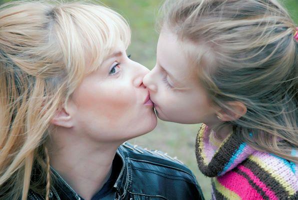 Kussen Voor Kinderen : Je kind vol op de mond kussen mag dat? nieuwspaal